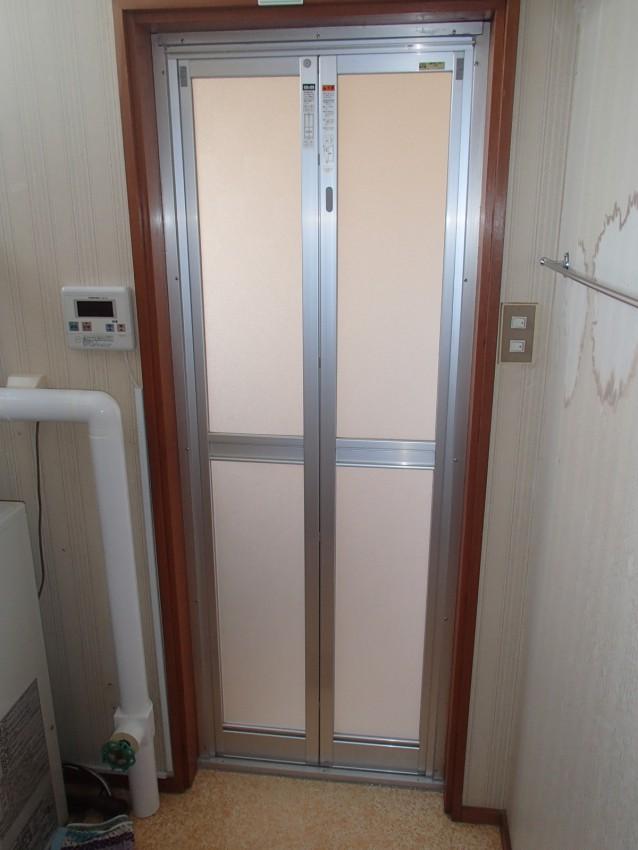 お風呂の扉を開き戸から折戸に ...