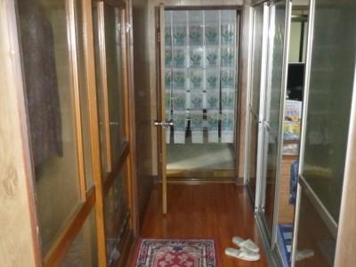 玄関からキッチン方向
