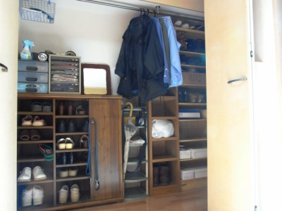 大容量ウォークイン収納を設け、玄関は必要最小限の物しか置かずに済むように。
