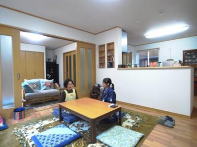 1階のリビングは大変広くて明るく。お隣に住む娘夫婦が良く訪ねてくるように。