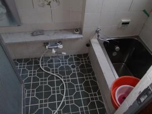 0.75坪の寒く狭いタイル風呂