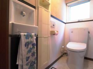安全面を考え、自動水栓付手洗器を入口側に設けました