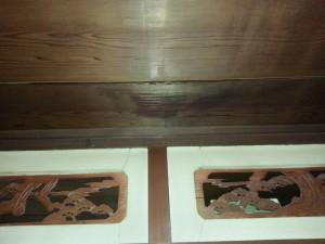 天井の一角に大きな雨漏りの跡がありました。結構な量がしみ込んでいると思われます。