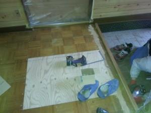 ヘタった床の部分は補修です。