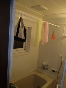 浴室内にポールを渡して干しているので今後もこれは必要になりますね