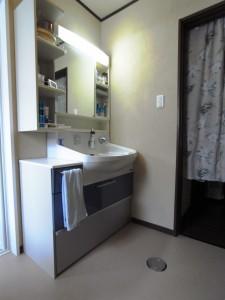 既存の洗面台は再利用。まだまだ使えますしとてもグレードの良いものでした