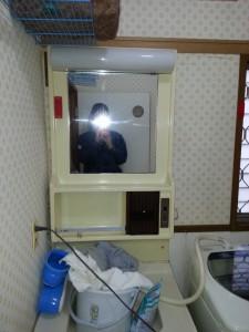 洗濯機用の水栓が無く、洗面台から蛇口を取っていました