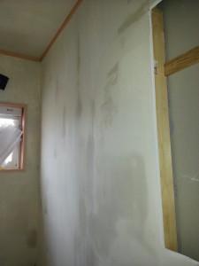 二回目の下地塗りを行います。二度手間ですが仕上がりを考えています。