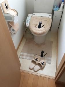 リフォーム前 綺麗なトイレでしたが、手洗い器が無いのが不満