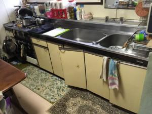 老朽化したキッチン開き扉は使いにくいものです