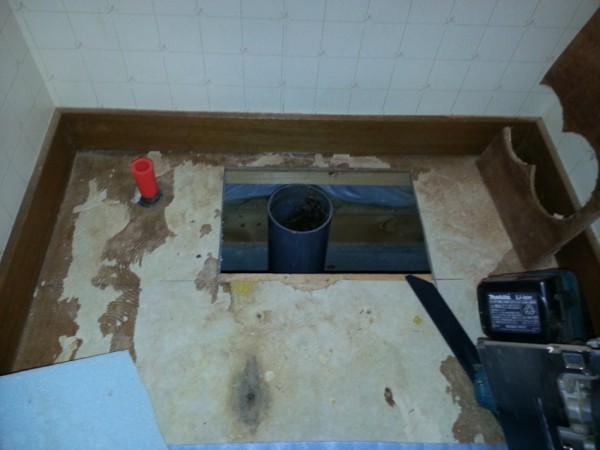 既設排水管の位置は壁から130mm