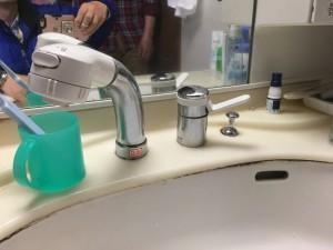 水栓金具の不良で水がぽたぽた止まりませんでした。
