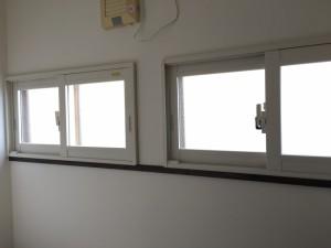 窓は断熱LOW-Eガラスの内窓を入れました。