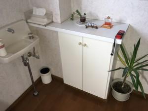 手洗器はまだ綺麗なので再利用をします。